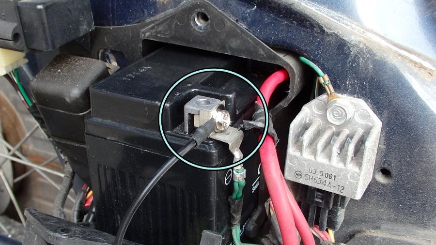 カブにデイトナ社のバイク用USB電源を取り付ける
